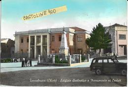 Abruzzo-chieti-torrebruna Veduta Piazza Monumento Caduti Scuola Edificio Persone Fiat Giardinetta  (vedi Retro Descr.) - Italia