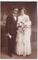 Ancienne Carte Photo Mariage Couple Robe Coiffe Costume - Personnes Anonymes