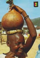 [207] RWANDA. Femme Avec Calebasse De Bière.- Ethnology, Etnología, Etnologia, Ethnologie.- Non écrite / Unwrite. - Rwanda