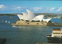 AUSTRALIE--SYDNEY---opera Housse With Eastern Suburbs In The Background--voir 2 Scans - Sydney