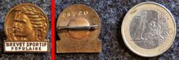 Ancien Insigne Du BSP - Brevet Sportif Populaire - Bronze émaillé Blanc Numéroté - Sports