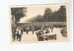 LIBERATION DE PARIS 42 CARTE PHOTO  L'INFANTERIE AMERICAINE DEFILE AUX CHAMPS ELYSEES (GUERRE 1939 1945) - Weltkrieg 1939-45