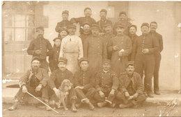 Carte Photo Non Localisée - Groupe De Soldats - Chien  (107890) - Personnages
