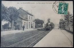 42 CPA LA PACAUDIERE LA GARE PASSAGE D'UN EXPRESS - Autres Communes