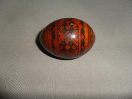 ANCIEN OEUF BOIS PEINT - Eieren