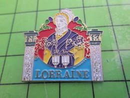 1615c Pin's Pins / Beau Et Rare : THEME AUTRES / BLONDE A FORTE POITRINE LORRAINE NANCY CHARDON PORTAIL - Autres