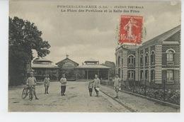 FORGES LES EAUX - La Place Des Pavillons Et La Salle Des Fêtes (militaires ) - Forges Les Eaux