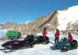 1 AK Antarctica Antarktis * Finninsche Forscher Am Depot Drakalandet Im Dronning Maud Land * - Ansichtskarten