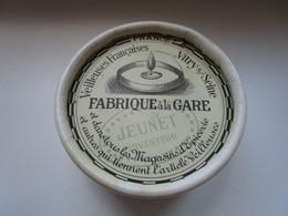 Bougies Veilleuses Francaises Vitry Sur Seine Boite Avec Bougies Et Support Jeunet Fabrique A La Gare - Art Populaire