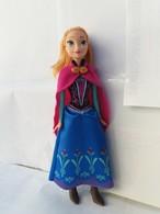 Barbie Anna Disney Reine Des Neiges Avec Vêtements , Cape Et  Chaussures. - Barbie