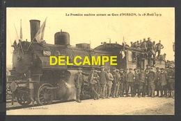 DF / CHEMINS DE FER / LA PREMIÈRE MACHINE ENTRANT EN GARE D' HIRSON , LE 18 AVRIL 1919 - Trains