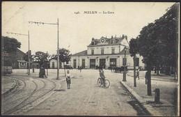 Menun  -   La Gare  146., Belles Animations: Dilligence Et Byciclette Et Coin De Tram (2 Scans) - Stations Without Trains