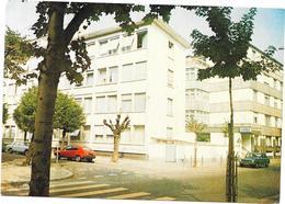 STRASBOURG - 67 - Clinique Chirurgicale L'ORANGERIE - Renault 14 Au 1er Plan - SAL** - - Strasbourg