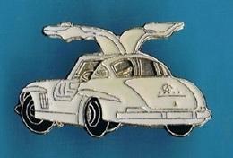 PIN'S //  ** MERCEDES BENZ / 300 SL / GULLWING / COUPÉ ** 1955 ** - Mercedes