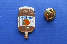 Pin's,montgolfière,TONI JOGHURT,lait,fruits,Heissluftballon,Ballon,Baloon,limitée - Airships