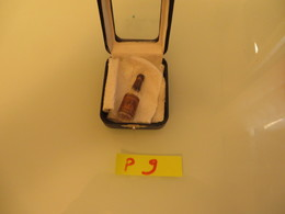 JE CROIS QUE C'EST EXCESSIVEMENT RARE !!!!! - Miniature Bottles (without Box)
