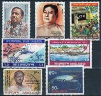 Bangladesh Small Card Containing A Few Commemorative Stamps. - Bangladesh