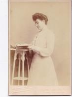 PHOTO D' UNE BIEN JOLIE PERSONNE ,,,, PHOTO  PIERRE PETIT  PARIS  1903  TBE ,,,, 11 X 17 Cm - Photos