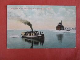 Tugboats Fog Signal  Manistee  Michigan > Ref 3022 - Remorqueurs