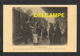 DF / CHEMINS DE FER / TRAIN EN GARE : EMBARQUEMENT D' ENFANTS DE LYON POUR LA MONTAGNE - Stations With Trains