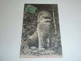EX-CAMBODGE; PHNOM-BACKENG, LION OU SONG PRECEDENT L'ENTREE DU TEMPLE (Art Khmer) - ASIE INDOCHINE (AC) - Cambodge
