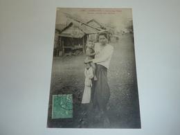 CAMBODGE KOMPONG-CHAM FEMME PORTANT SON ENFANT - ASIE INDOCHINE (AC) - Cambodge