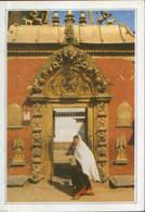 Nepal - Postcard Unused - Bhadgaon - The Gate Of The Royal Palace - Nepal