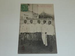 CAMBODGE PHOM-PENH, GROUPE D'INTERPRETES CAMBODGIENS - ASIE INDOCHINE (AC) - Cambodge