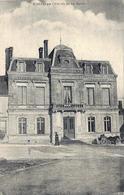 Entrains-sur-Nohain. La Mairie.(attelage) - France