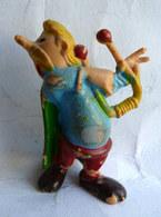 FIGURINE ASTERIX PUBLICITAIRE HUILOR ASSURANCETOURIX 1967 (2) - Asterix & Obelix