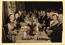 Carte Photo Originale Le Repas Des 4 Tables Le 01.09.1955 - Eineou 4 Tafeln - Anonyme Personen