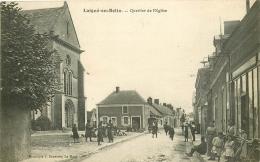 72 LAIGNE EN BELIN. Quartier De L'Eglise 1922 Militaires Au Repos Avec Fusils - France