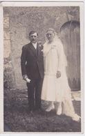 CARTE PHOTO - MARIAGE  - ROBE DE MARIÉE - PHOTOGRAPHE PERRAGUIN A LE BLANC 36 - EGLISE A SITUÉE - Photos
