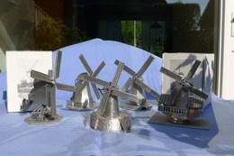 Thema: Molen/moulin, Tin. Vijf Tinnen Schaalmodellen Van Molens, Zeer Natuurgetrouw. Diverse Molentypen. - Etains