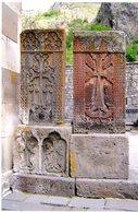 Arménie. Armenia. Geghard Monastery - Monastère. 2 Cross Stones. 2 Pierres-croix. 2 Khachkar. - Arménie