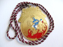 MEDAILLE 3 EME REGIMENT DE HUSSARDS ESTERHAZY PFORZHEIM HOUZARDS 10 INT VOLKSMARSCH 1764 1981 BLEU BLANC ROUGE DRAGON - Germany