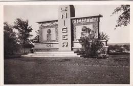 NIGER / NIAMEY / MONUMENT AUX MORTS / FONTANON 9 - Niger