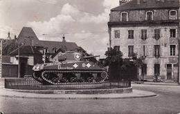 CPSM 1955 DIJON - Place Du Premier Mai, Un Char Américain Sherman, Duguay-Trouin, Hôpital Général (A197) - Dijon