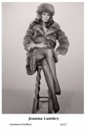 JOANNA LUMLEY - Film Star Pin Up PHOTO POSTCARD- Publisher Swiftsure 2000 (347/7) - Postcards