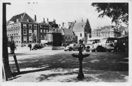 """0138 """" DEN - HAAG - BUITENHOF MET STAND-BEELD KONING WILLEM II ENDE GEVANGENPOORT  """"  - CART. ORIG. SPED. - Den Haag ('s-Gravenhage)"""