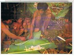 LAOS    REPAS CHEZ LES MLABRI - Laos