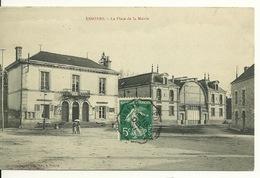 10 - ESSOYES / LA PLACE DE LA MAIRIE - Essoyes