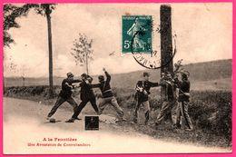 A La Frontière - Une Arrestation De Contrebandiers - Policier - Douaniers - Canne - Animée - 1912 - Polizia – Gendarmeria