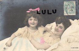 FEMMES 541 : Mère Et Fille Dans Un Lit : édit. PR  3044105120 - Femmes