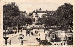 CPA LYON - MONUMENT DE LA REPUBLIQUE VU DE LA GARE DE PERRACHE - Lyon