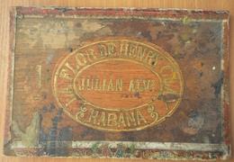 La Flor By Henry Clay Conchas De Regalía. Wooden Lid From The Box - Cigar Cases