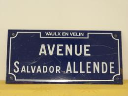 "Plaque De Rue émaillée ""SALVADOR ALLENDE"" - Advertising (Porcelain) Signs"
