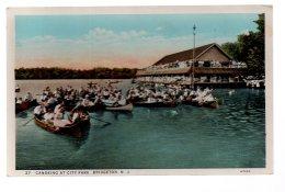 REF 346  : CPA U.S.A. Bridgeton New Jersey  Canoeing At City Park - Etats-Unis