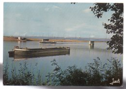 REF 329  :  CPSM 44 NANTES Le Pont Clémenceau Péniche - Nantes