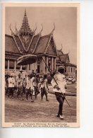REF 308  :  CPA Sa Majesté Monivong Roi Du Cambodge Quittant Son Palais - Cambodge